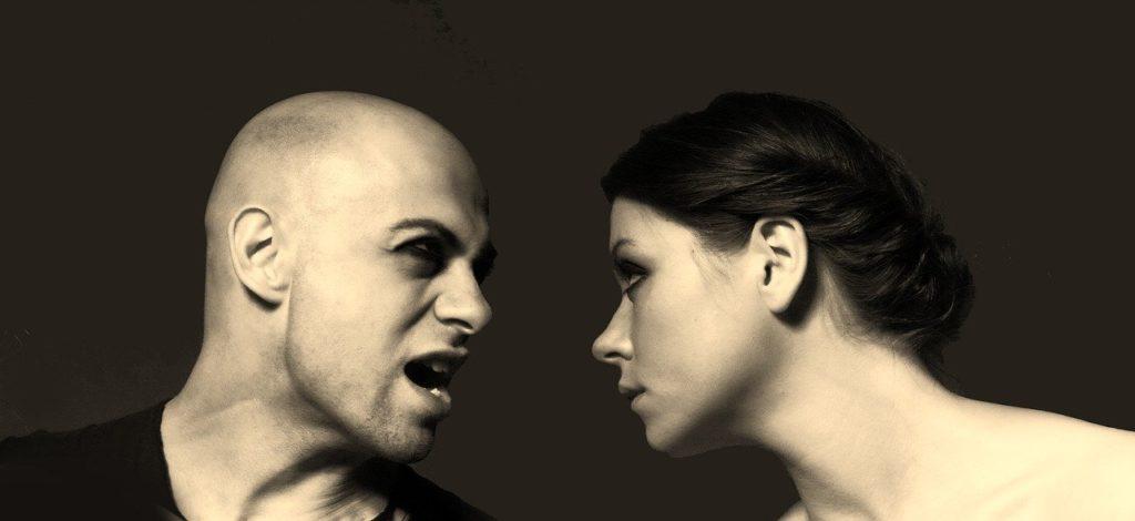 glueckliche Beziehung - Paar streitet
